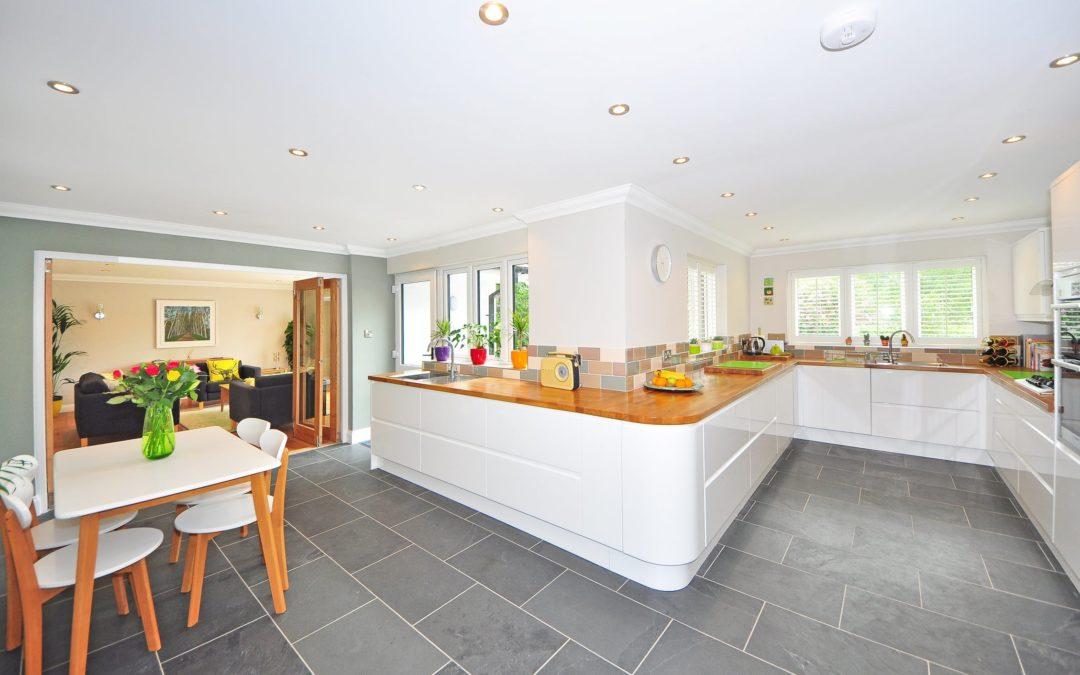 Białe lakierowane meble kuchenne – warto czy unikać?