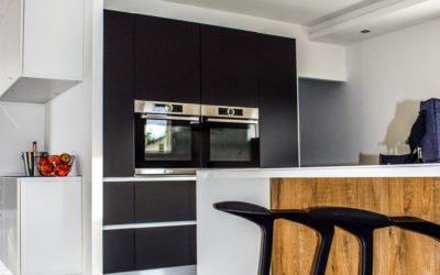 Meble kuchenne w kolorze czarnym